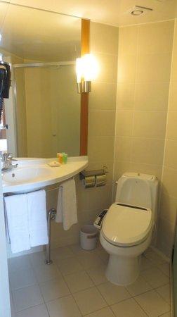 ibis Ambassador Busan City Centre: Bathroom
