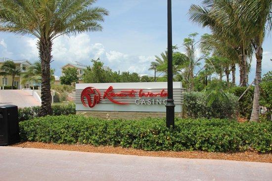 Resorts World Bimini : Sign at the casino/resort area