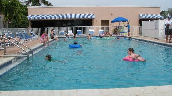 Sand Cay Beach Resort: pool