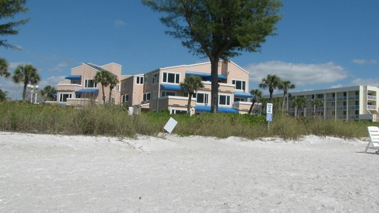 Sand Cay Beach Resort: view of condo from beach