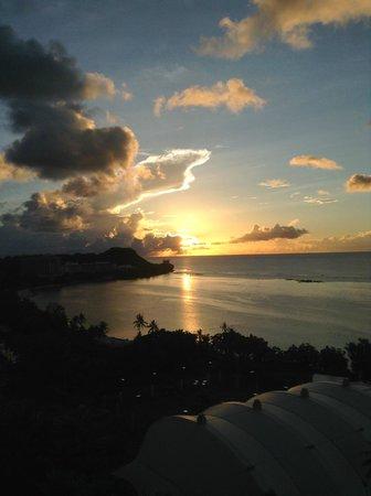 Pacific Star Resort & Spa: 夕日も素敵です 音がなければ。。
