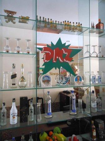 DMZ Hotel : showcase close to the reception