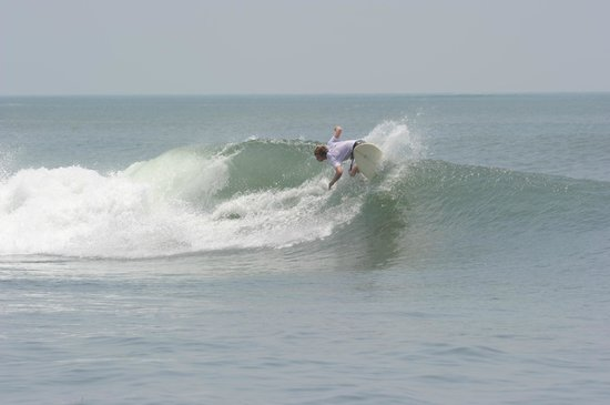 La Barra Surf Camp: Surfing out front of hotel