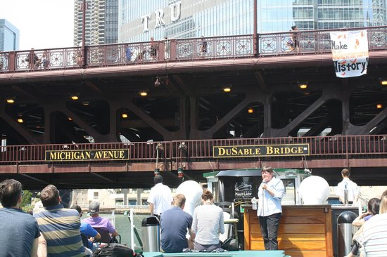 Chicago's First Lady Cruises: Just about to go under the bridge