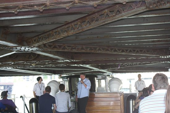 Chicago's First Lady Cruises: Under the bridge, not much clearance