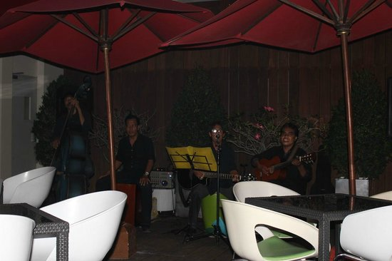 Ibis Styles Yogyakarta : Quartet at the barbeque buffet