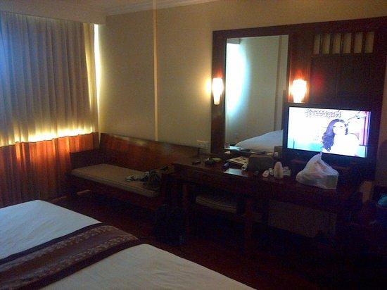 Royal Empire Hotel: Hotel room