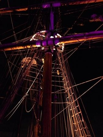 Sydney Harbour Tall Ships : magic lights