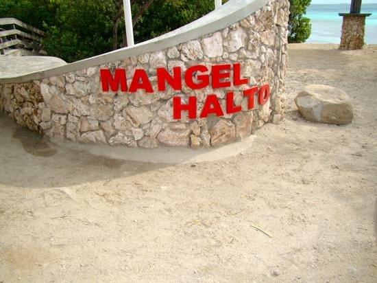 Mangel Halto Beach: Mangel Halto