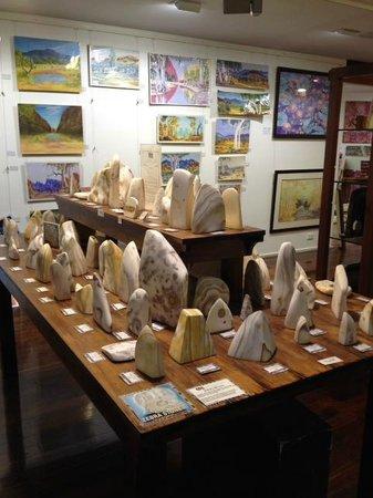 Mbantua Fine Art Gallery: Zebra Stone Giftware. Mbantua Gallery Alice Springs.