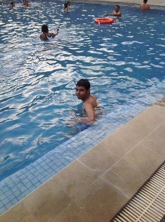 Ramada Udaipur Resort and Spa: Pool side fun !!