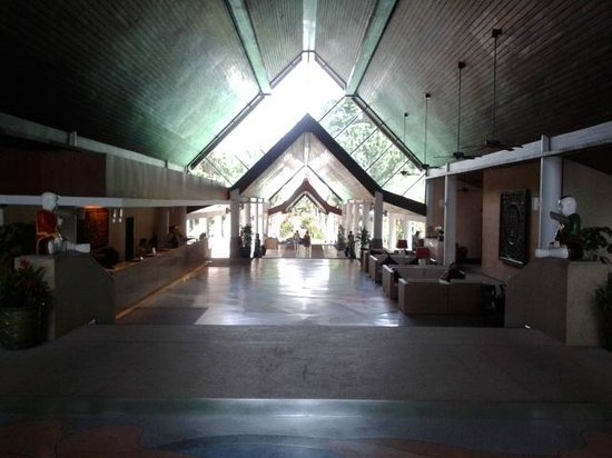 Le Meridien Phuket Beach Resort: Hotel Lobby.