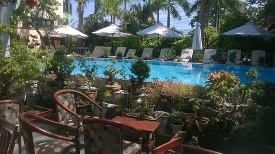 Huy Hoang Garden Hotel: viwe of pool from dining area
