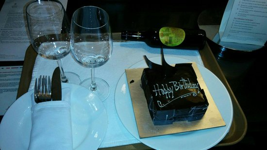 Goa Marriott Resort & Spa: Cake n wine