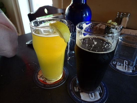 Obed & Isaac's Microbrewery and Eatery: Hefenator Hefeweizen und dunkles Starkbier.