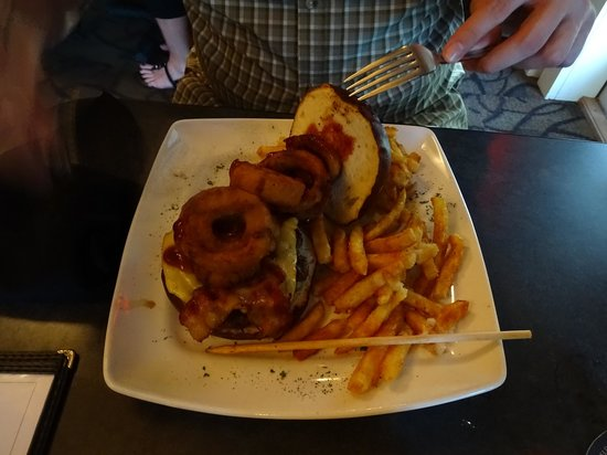 Obed & Isaac's Microbrewery and Eatery: Stinger Burger.