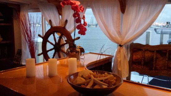 Barkissimo Floating Boat & Breakfast: Bar Lounge with the San Francisco Bay view