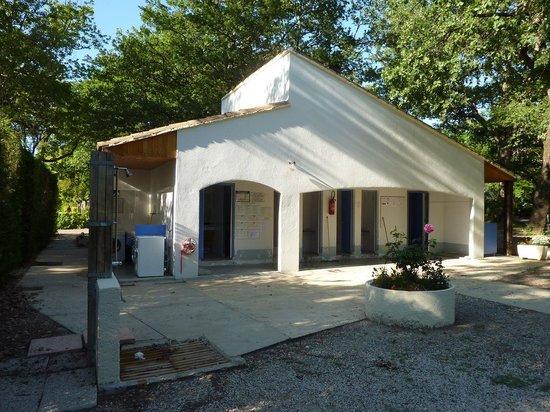 Camping Domaine de la Coronne : Un des deux blocs sanitaires