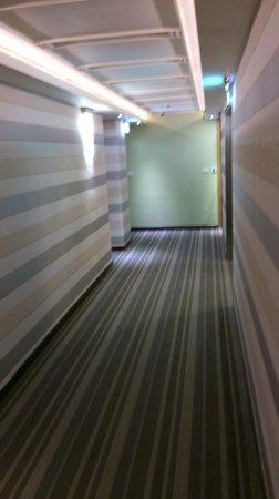 YoMi Hotel : Room