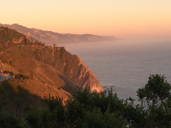 Deetjen's Big Sur Inn: A short walk away
