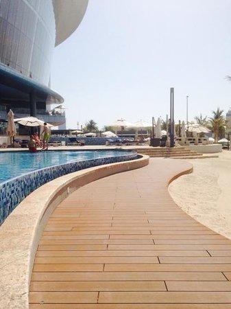 Jumeirah at Etihad Towers: pool area