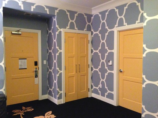 Kimpton Hotel Monaco Philadelphia: Bold yellow doors