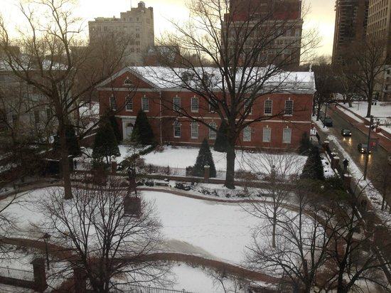 Kimpton Hotel Monaco Philadelphia: View of Independence Hall