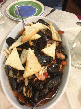 Sicilia in Bocca alla Marina : Seafood soup for 3 people