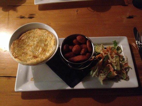 Bailiez Cafe : Venison pie with kumera chips and salad