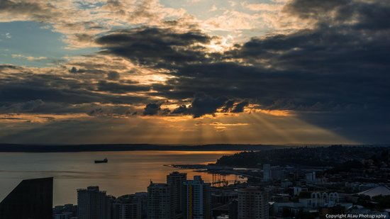 The Westin Seattle: Epic sunset view from our 45th floor Westin room