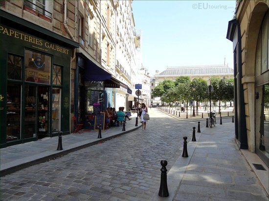 Here you can see some of the shops which line down the entrance to the Place Dauphine square.