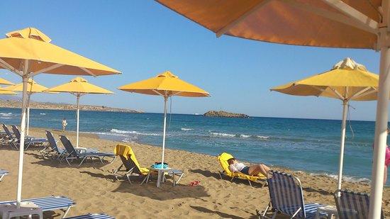 AKS Minoa Palace: утренний пляж