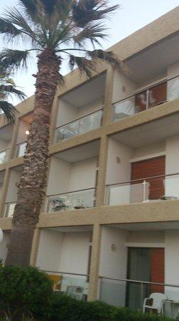 AKS Minoa Palace: наш номер с улицы