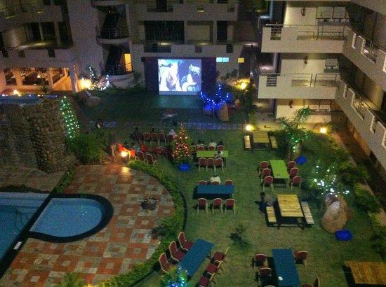Yelagiri - MariGold Ridge, A Sterling Holidays Resort: Night Movie - View from Room.