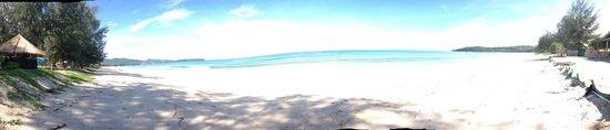 Dusit Thani Laguna Phuket: panorama shot of the beach