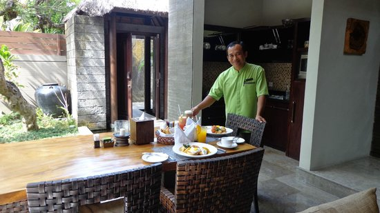 Le Jardin Villas, Seminyak: Breakfast is served!