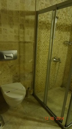 Divan Cave House: Bathroom