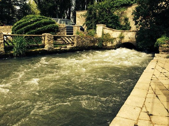 Old Swan & Minster Mill: The River Windrush