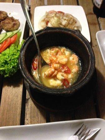 Mondo Restaurant & Lounge: Shrimps in a pot
