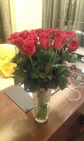Moevenpick Hotel Hanoi: Розы в подарок от отеля