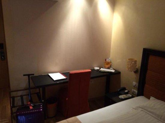 Le Boutique Hotel Moxa: Schreibtisch