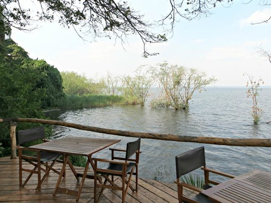 Ruzizi Tented Lodge: The terrace overlooking Lake Ihema