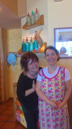 Restaurant El Sorrall: Слева - хозяйка Betlem, справа повар Maria: чудесные тетушки, которые обожают готовить и кормить
