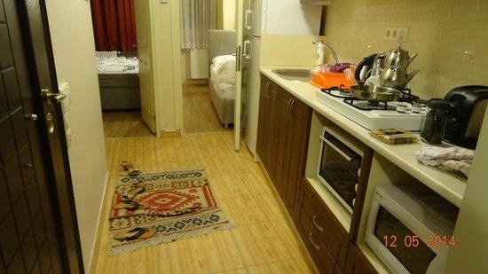 Hagia Sophia Apartment: Kitchen Area