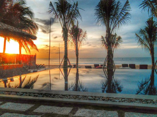อนันดา รีสอร์ท: Beach Front Infinity Pool