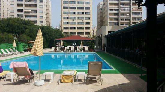 Kapetanios Odyssia: Hotel pool