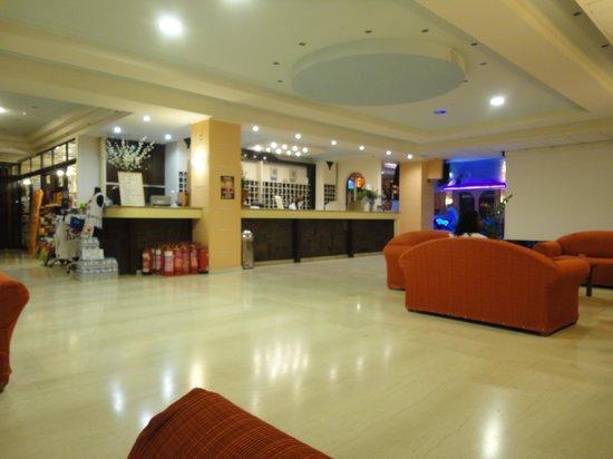 Alexander Hotel: Hol