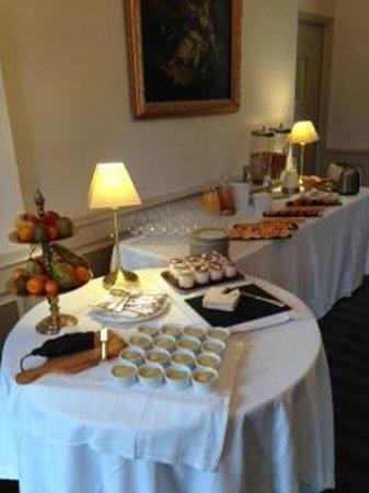 Le Chateau de Sully : le buffet petit déjeuner