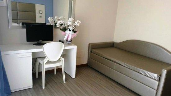 Foto Bagni Chiari : Vista parziale bagno junior suite foto di new hotel chiari