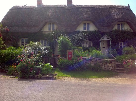 Hope Cottage Tours: Impossibly gorgeous cottage on walk around Lacock